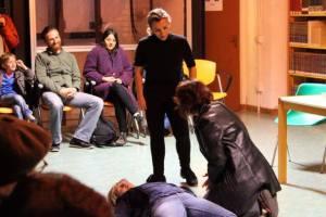 Una delle scene grottesche: l'avvelenato, l'avvelenatore e il terzo. foto da Gallurando facebook