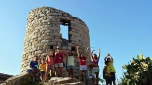 La guida e le giovani aspiranti guide risolvono misteri e creano nuovi problemi alla Storia...
